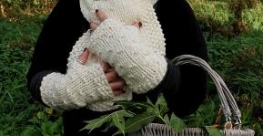 Cosy Gloves by Anna Nikipirowicz