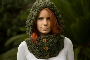 Hooded Cowl with Buttons (Crochet)